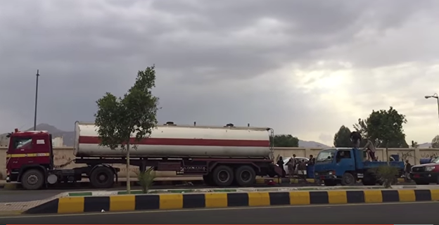 Figure 2: Fuel truck unloads and sells gas in the streets of the Houthi-controlled capital city of Sana'a, instead of gas stations where it can be sold at official price. (Photo credit: Naser Noor)